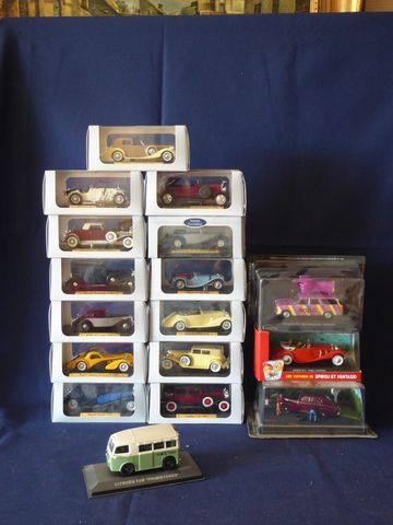 Edition Atlas et divers Lot de 40 véhicules miniatures