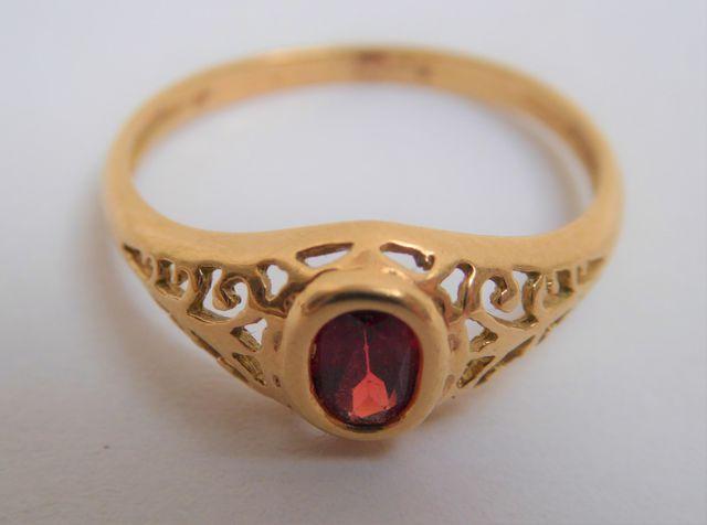 Bague or sertie pierre couleur rouge Pds 2 grs