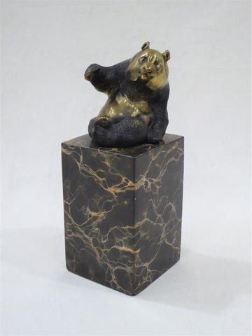 Max MILO ( né en 1939) Panda assis Groupe en bronze doré, cachet ...