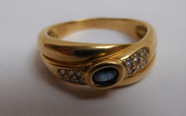 Bague or sertie pierre couleur bleu/blanc  Pds 6 grs