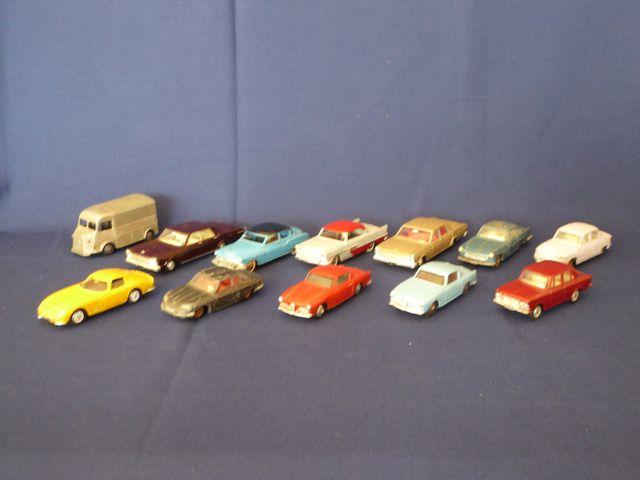 DINKY TOYS FRANCE Lot de 12 véhicules comprenant : Panhard PL17 F...