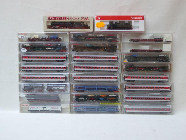 FLEISCHMANN écart. N, 1:160 Lot de locomotives et wagons dans leu...
