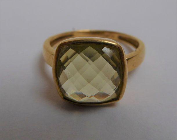 Bague or sertie pierre couleur jaune  Pds 4 grs