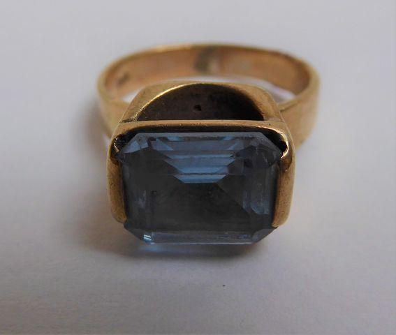 Bague or 9 Kt sertie pierre couleur bleu  Pds 6 grs