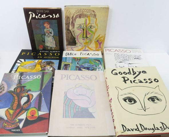 PICASSO (Pablo). Ensemble de 8 volumes:  - BERNADAC & PIOT, Pica...