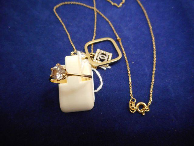 Chaine avec pendentif or et bague or et pierre 4,9g. Tdd 52