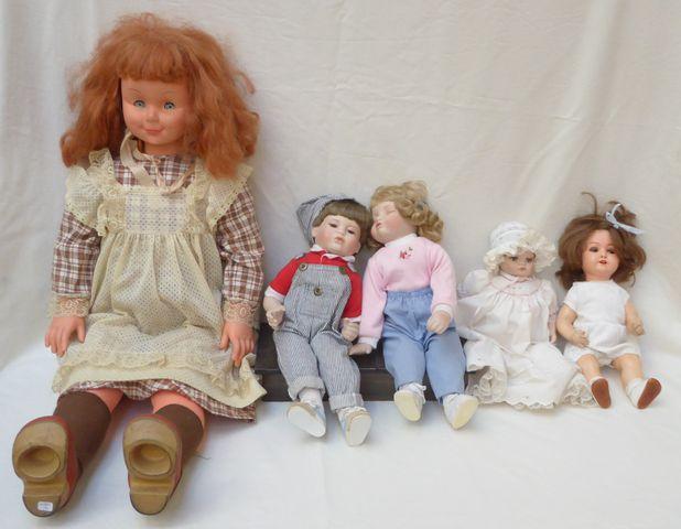 Lot de 4 poupées comprenant :  PEMBERTON & OAKES Poupée et poupon...