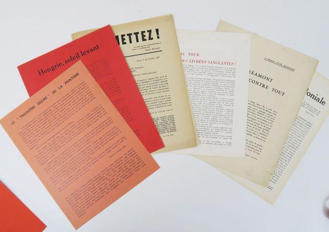 [Tracts]. Ensemble de 7 tracts surréalistes:  - Permettez ! 1927...