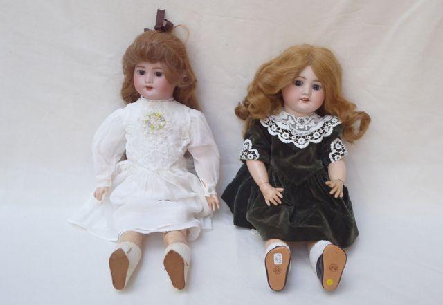 S.F.B.J PARIS Lot de 2 poupées comprenant :  - Poupée tête biscui...