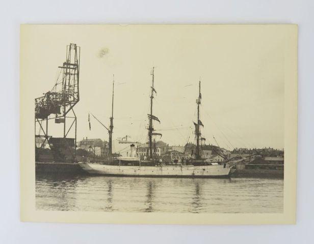 [Photographie - CHARCOT (Jean-Baptiste)]. Photographie du navire ...