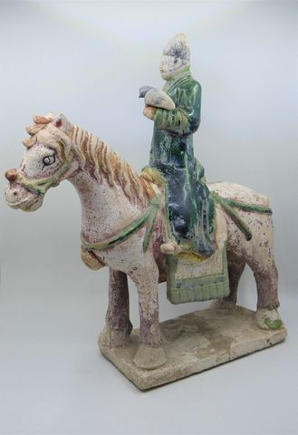 CHINE Époque MING (1368-1644) Cavalier fauconnier en terre cuite ...