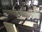 LOT DE MOBILIER COMPRENANT : 42 TABLES, 80 CHAISES ET 13 BANQUETT...
