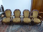 Suite de 4 fauteuils en bois naturel mouluré H. 103 cm  L. 62 cm ...
